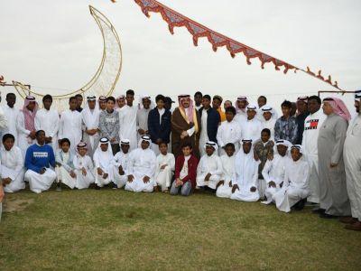 الأمير تركي بن طلال يشارك مجموعة من الأيتام إفطارهم الرمضاني