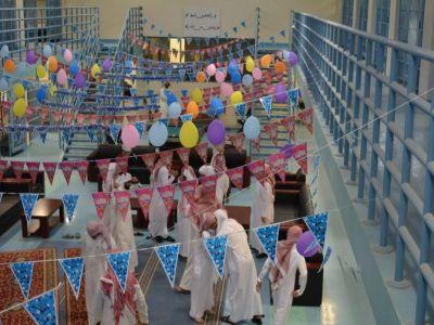 مديريات سجون المناطق تنظم حفلات معايدة صبيحة عيد الفطر المبارك بحضور مديري السجون .