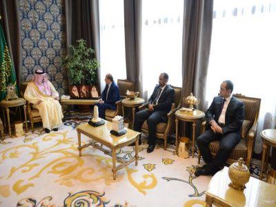 أمير عسير يلتقي السفير  اليمني لدى المملكة