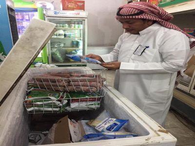 بلدية بارق بجولة رقابة صحية وتغلق 3 محلات