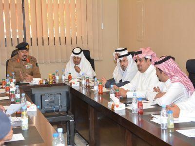مدير عام الدفاع المدني بمنطقة عسير يلتقي رئيس غرفة أبها وعدد من رجال الأعمال