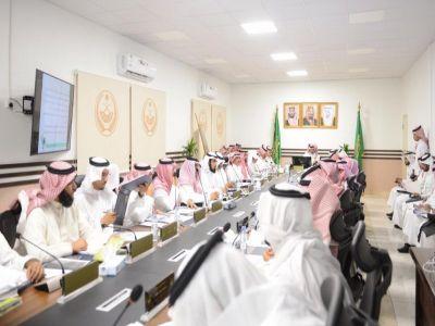 أمير عسير يرأس اجتماع مجلس المنطقة في دورته العادية الأولى بمحافظة الأمواه
