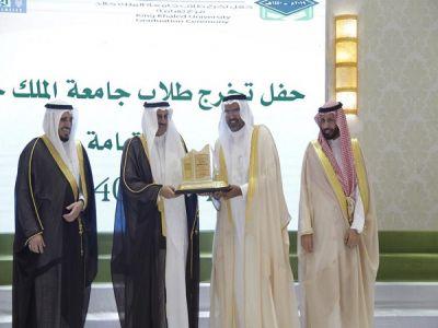 مدير جامعة الملك خالد يرعى حفل تخريج طلاب فرع الجامعة بتهامة