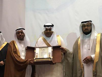 تعليم عسير يكرم المعلم محمد الشهري