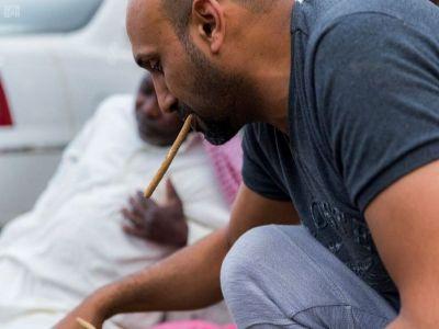 إقبال وتزاحم على باعة عود السواك خلال شهر رمضان بالباحة