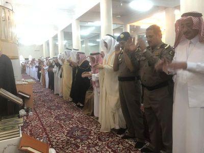 الوادعي يتقدم المصلين في صلاة عيد الفطر بمحافظة #تنومة