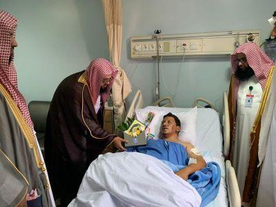 هيئة الأمر بالمعروف بمحافظة خميس مشيط تعايد مصابي الحد الجنوبي