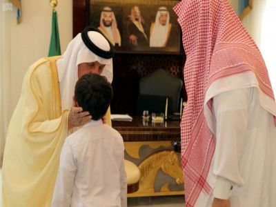 سمو الأمير خالد الفيصل يُعزي الدكتور الشهري في وفاة زوجته وأبنائه