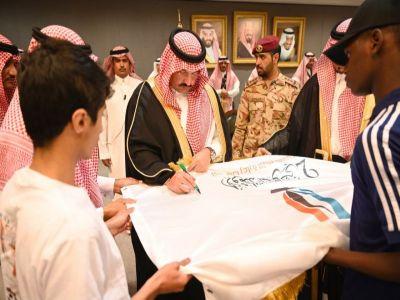 أمير عسير يستقبل المشرف العام على الأولمبياد الوطني للأيتام