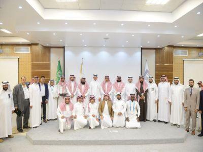 مدير جامعة الملك خالد يرعى افتتاح المعسكر النموذجي الأول لريادة الأعمال