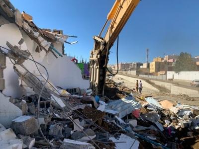 أمانة عسير تواصل اعمال المرحلة الرابعة في ازالة المباني المتداخلة بوادي المنسك