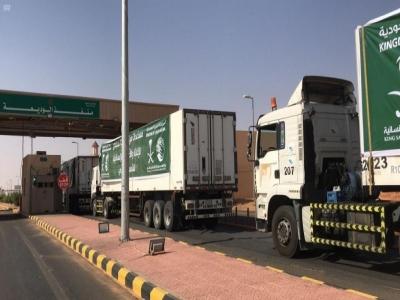 عبور 23 شاحنة مقدمة من مركز الملك سلمان للإغاثة منفذ الوديعة متوجهة لعدة محافظات يمنية