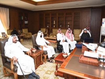 الأمير تركي بن طلال يلتقي منسوبي جمعية عازم للإعاقة الحركية بعسير
