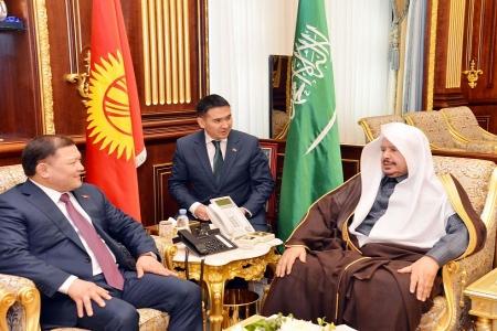 رئيس مجلس الشورى يعقد جلسة مباحثات مع رئيس البرلمان القرغيزي