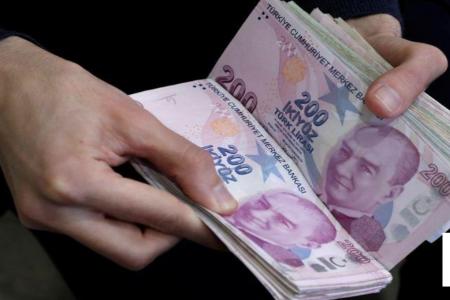 أضعف سعر لليرة التركية منذ مايو قبيل قرارات بشأن سوريا وسعر الفائدة