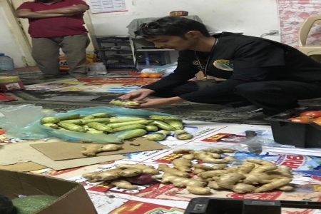 في حملة مفاجئة أمانة عسير تضبط عمال مخالفين يروجون مواد غذائية فاسدة