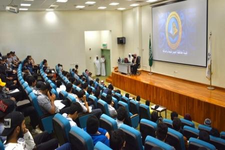 هيئة الأمر بالمعروف بمحافظة خميس مشيط تقيم معرضاً توعوياً بالكلية التقنية بالمحافظة