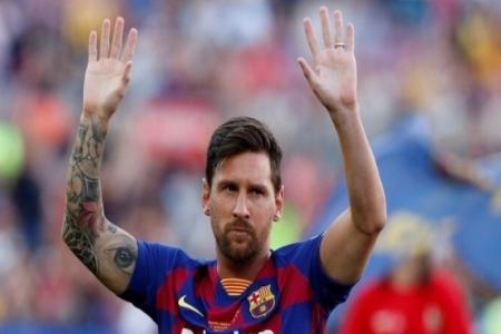 #ميسي يترك جائزة في غرفة ملابس برشلونة عند جمعه لأشياءه